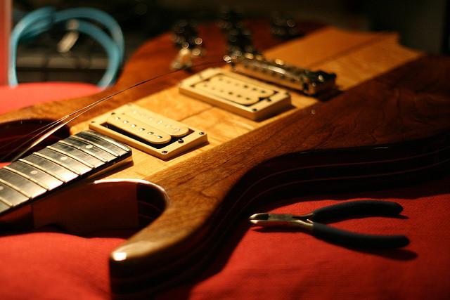 changer les cordes d une guitarre