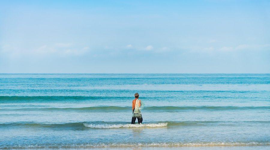 pecheur sénior en mer
